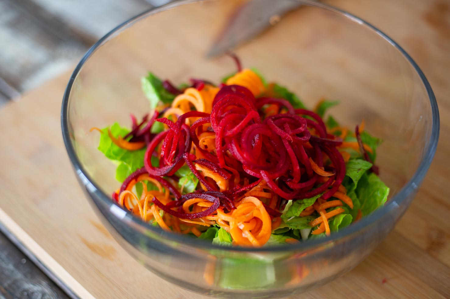 Raw Pad Thai Recipe - Spiralizing the beets and carrots