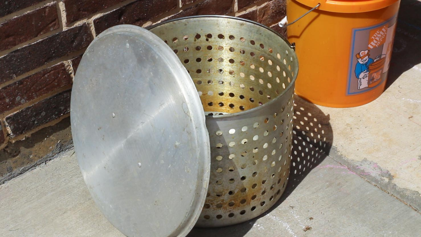 Crawfish boiling pot - steamer basker